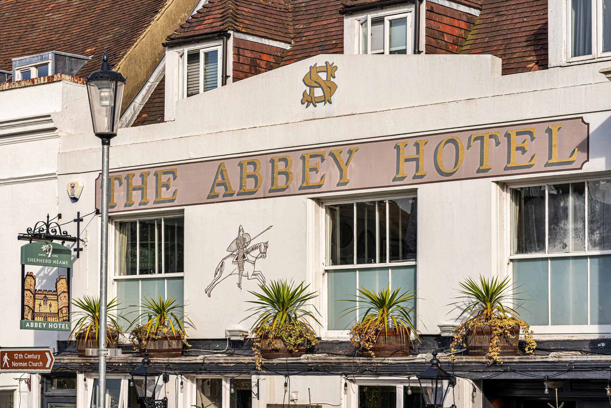 Abbey Hotel, Battle